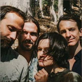 Big Thief signe son nouvel album à deux mains…